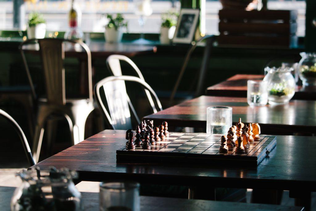 Schachbrett aus Holz